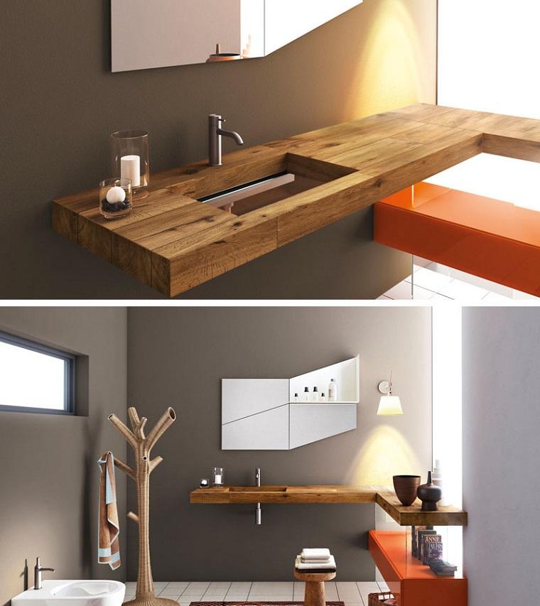 Idee per bagni moderni piccoli, lavandino di vetro e top di legno, specchio forma irregolare, mensola colore arancione