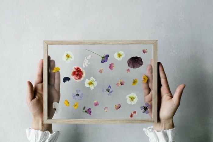 Regalini fai da te, composizione di fiori in una cornice di legno, idea regalo festa della mamma