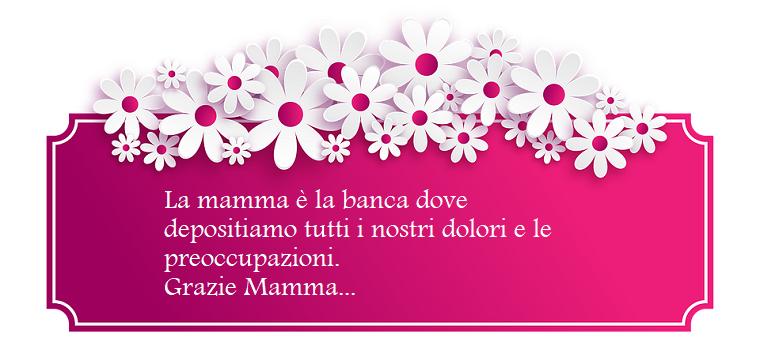 Auguri a tutte le mamme, cornice di colore viola con fiori bianchi, scritta di colore bianco