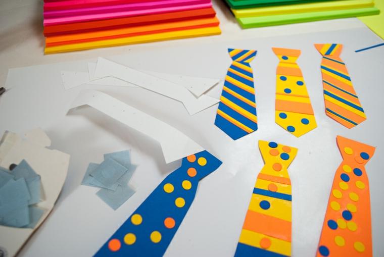 le decorazioni per i lavoretto festa del papà: delle cravatte realizzate con dei cartoncini