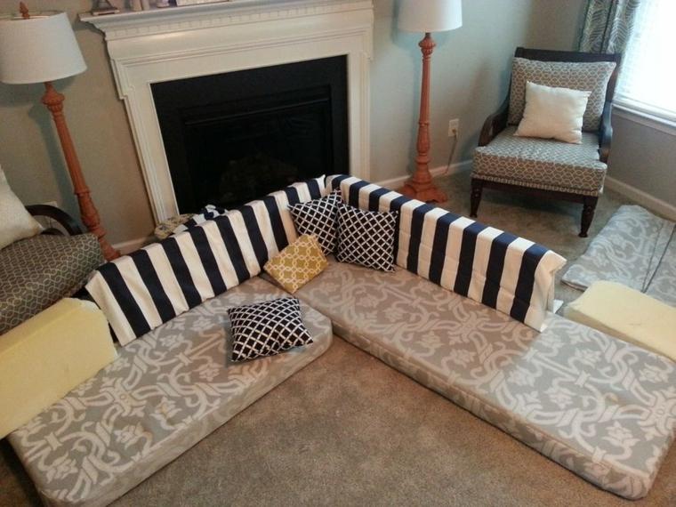 gomma piuma tagliata e ricoperta per realizzare seduta e schienali dei divani in pallet per esterno