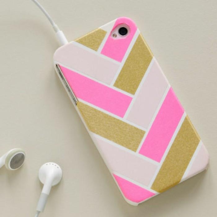 Decorare la case del telefono, oggetti fai da te semplici, forme geometriche di diverso colore