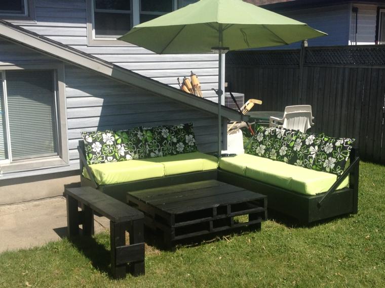 1001 idee per divani con bancali per interni ed esterni for Bancali legno per arredare