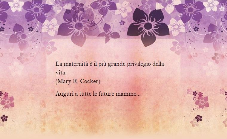 Idea per frasi mamma e figlia, immagine con cornice di fiori viola, dedica di Mary R. Cocker