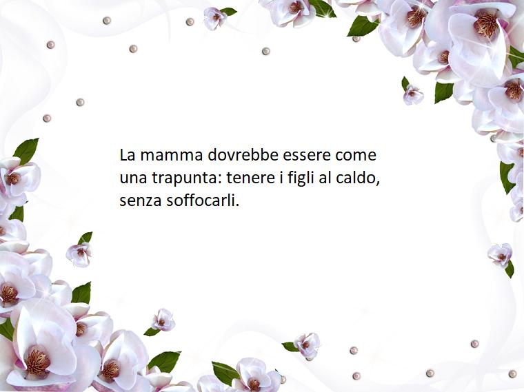 Idea frasi da dedicare alla mamma, foto con scritta e fiori bianchi come cornice
