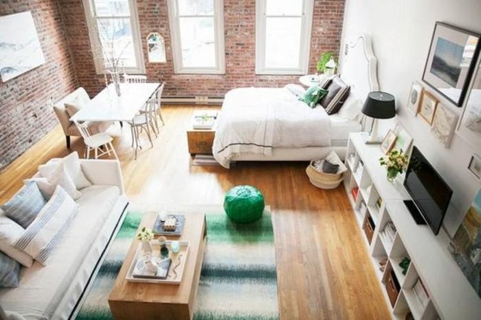 alcune idee salvaspazio casa open space, mobile basso tanti comparti, grandi finestre, pavimento in parquet