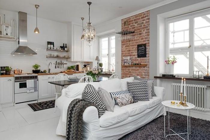una proposta per arredare mini appartamento con una cucina lineare, divano e pavimento bianchi