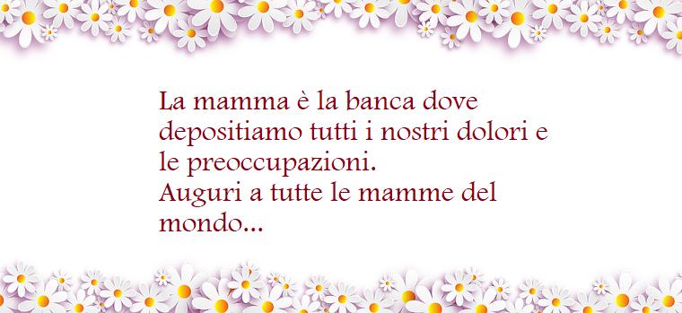 Scritta di colore fucsia, dedica festa della mamma, cornice di fiori bianchi