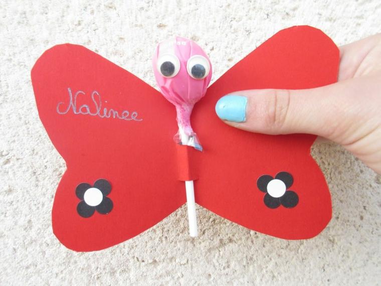 originale proposta per realizzare un invito festa compleanno per bimbi a forma di farfalla con un lecca lecca