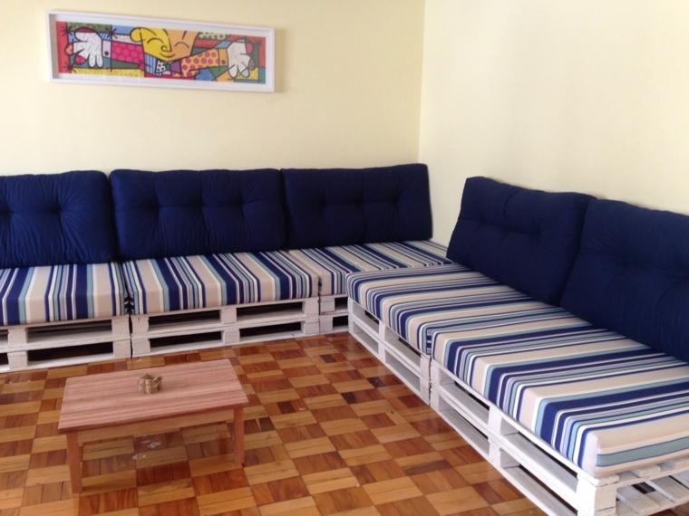 1001 idee per divani con bancali per interni ed esterni for Divano esterno legno