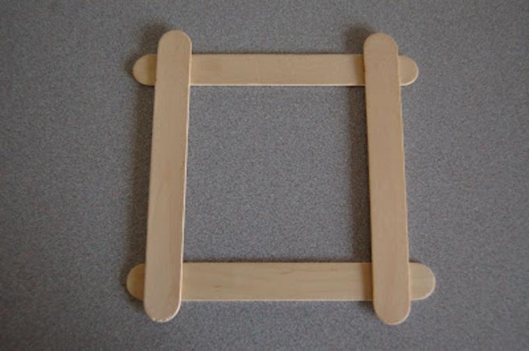 idea lavoretti per bambini per la festa del papà, dei bastoncini di legno per una cornice