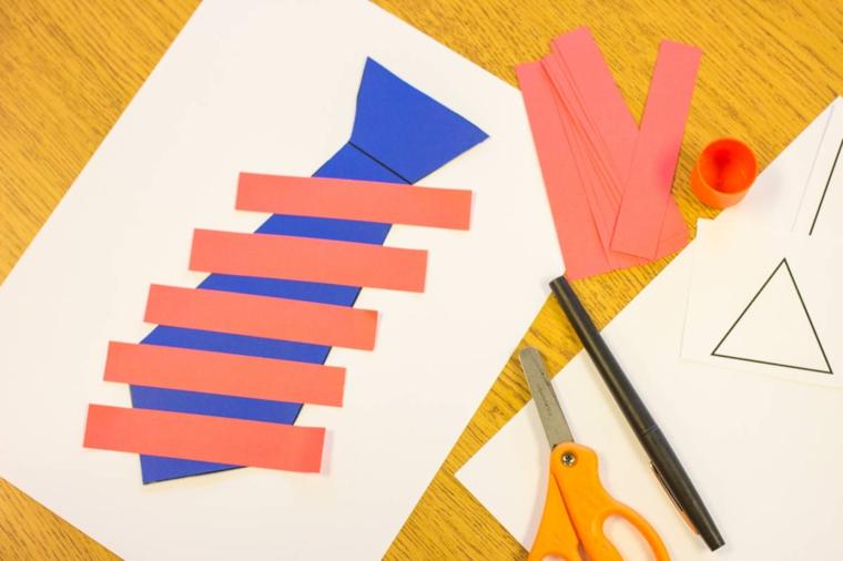 una cravatta colorata e decorata con delle strisce: idee regalo festa del papà