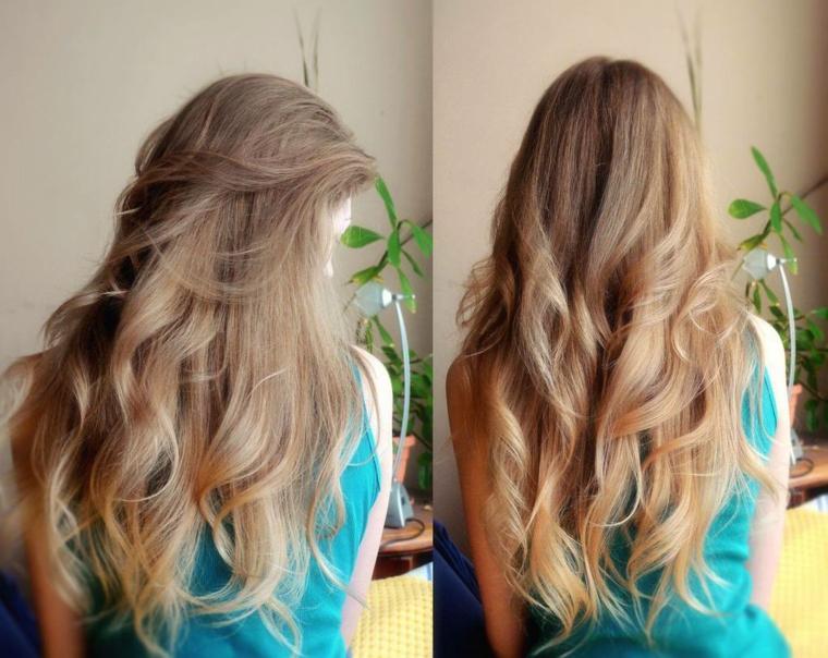 degli splendidi capelli lunghi biondo cenere scuro, con un'acconciatura morbida