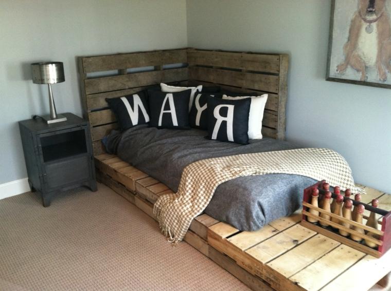 idea per realizzare fai da te un pallet arredamento con un divano-letto in stile rustico-moderno