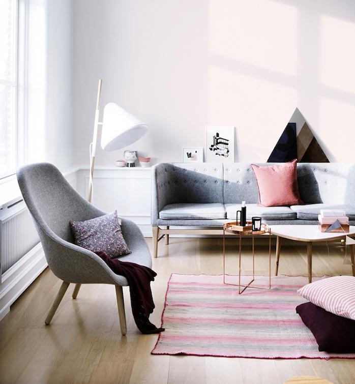 Color tortora abbinamenti, soggiorno stile scandinavo, pareti bianche e mobili di colore grigio