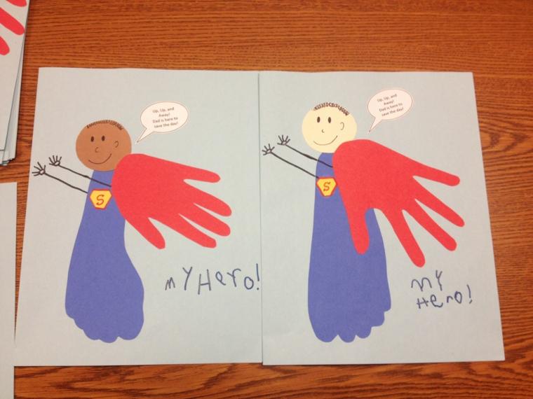 un disegno realizzato con le sagome di mani e piedi e un super eroe per la festa del papà