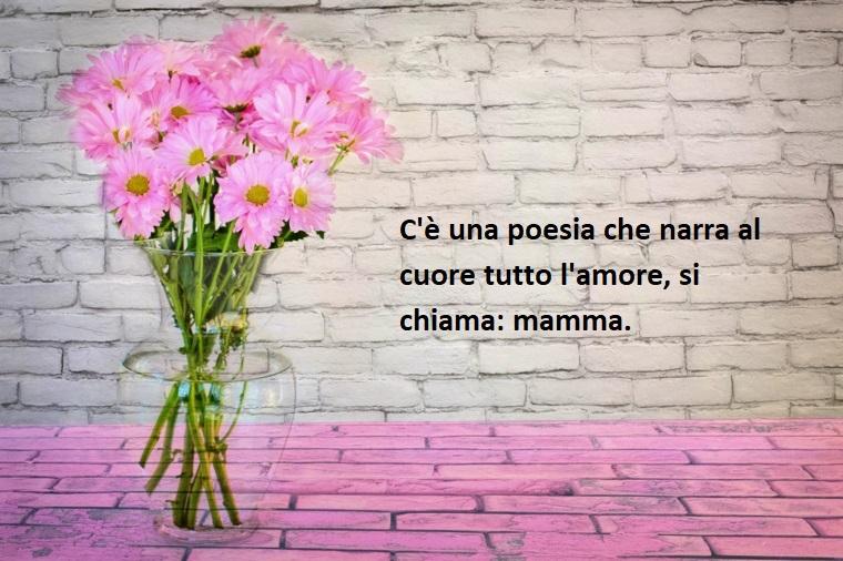 Idea per frasi mamma e figlia, immagine con un vaso di fiori rosa, scritta di colore nero
