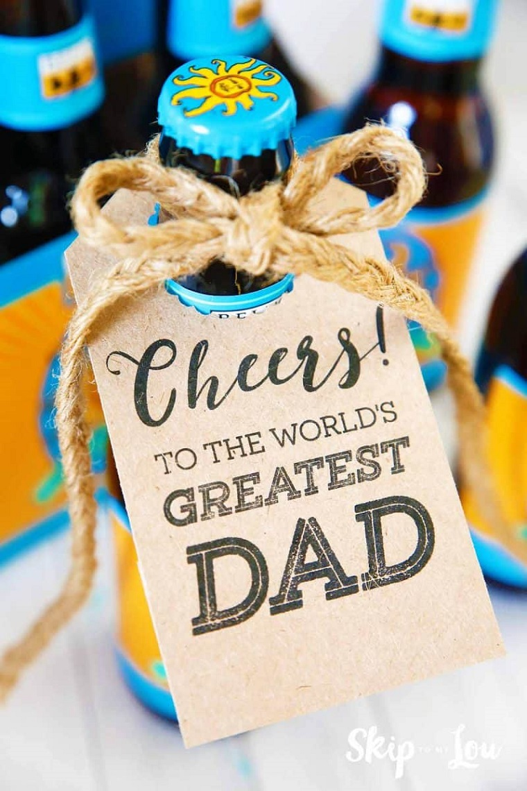 lavoretti festa del papà bottiglia di birra con cartoncino con scritta auguri