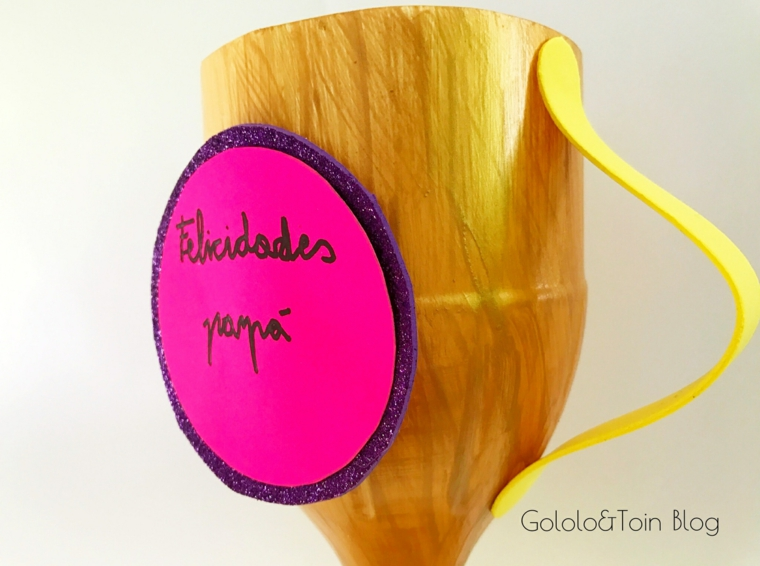lavoretti per il papà scuola primaria coppa di carta dipinta di colore oro con medaglia