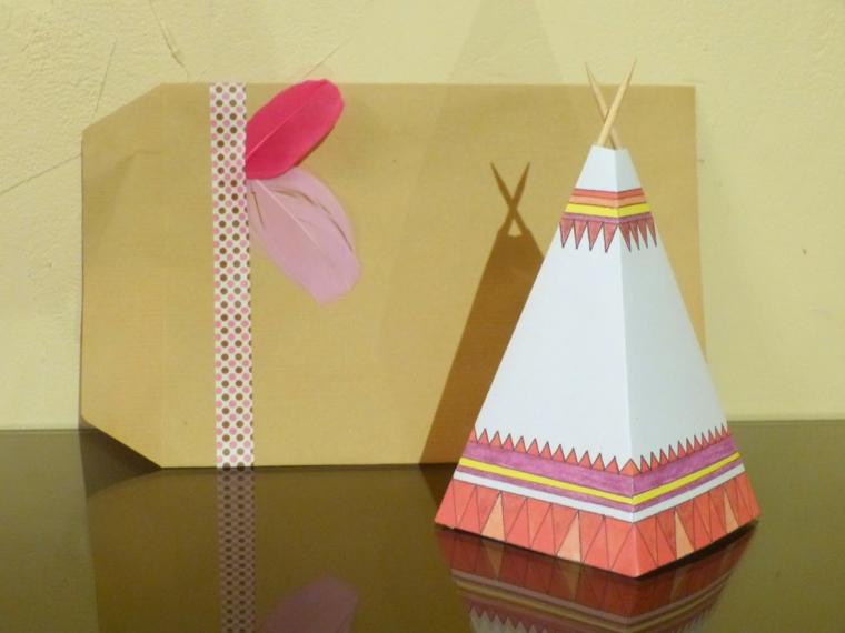 originale e creativa idea per un biglietto di invito a un compleanno di un bimbo a forma di capanna di indiani