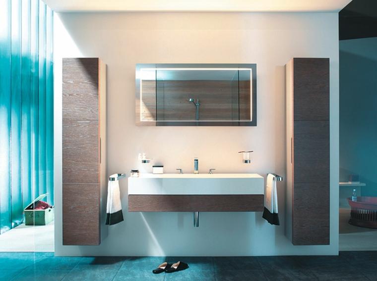 Arredare bagno piccolo, mobile sospeso con lavandino lungo, due armadi sospesi