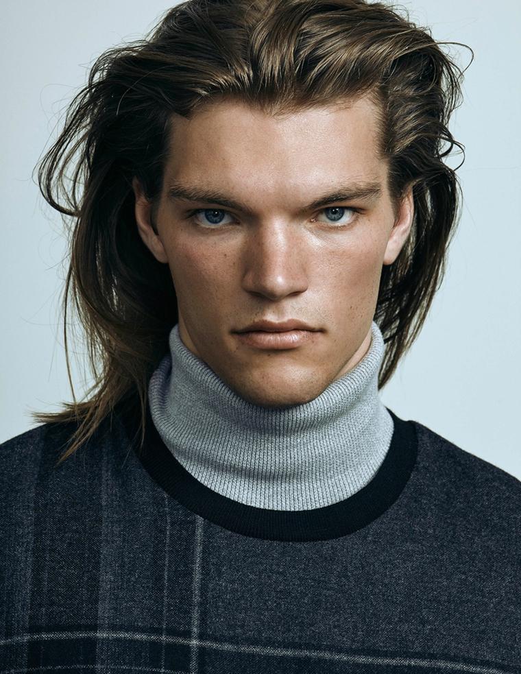 Ragazzo con occhi blu, tagli capelli uomo lunghi, colore biondo, abbigliamento casual