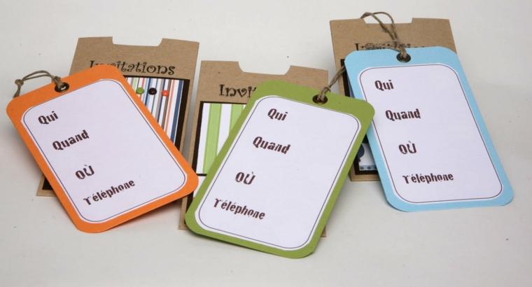 etichette colorate con buste in cartoncino: idea per degli inviti a feste di compleanno di bimbi
