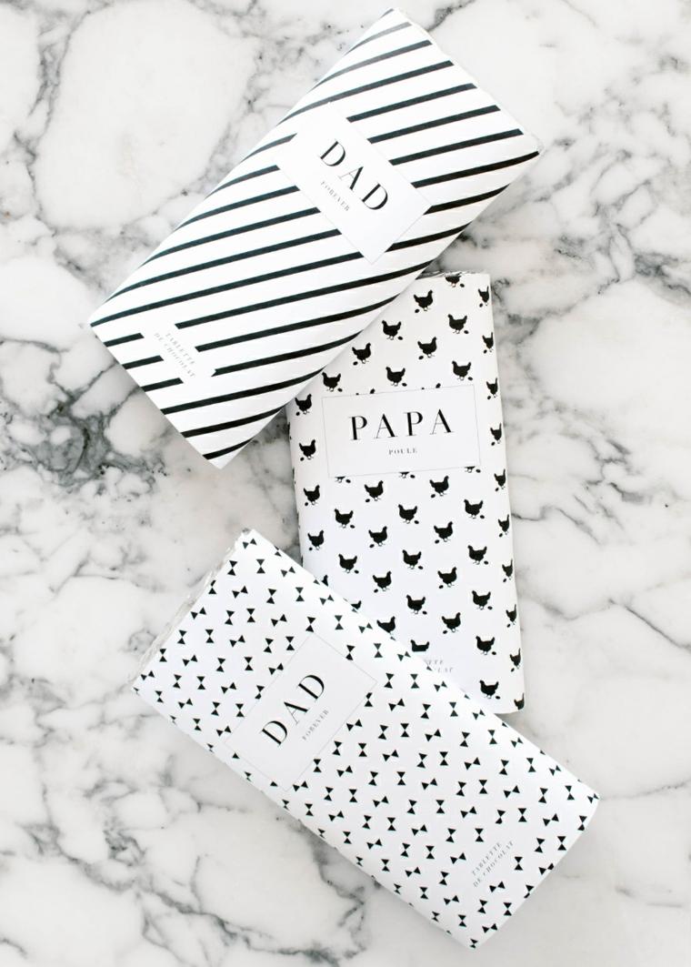 pacchi regalo incartati con carta bianco nera e scritta stampata
