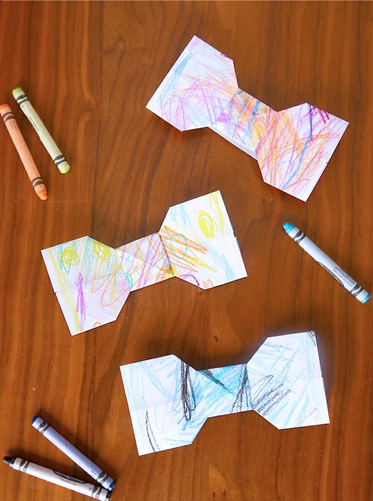 un'idea di regalo per papà realizzato con dei cartoncini ritagliati a forma di papillon e colorati
