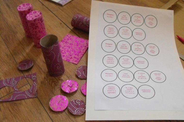 stampare dei cerchi con all'interno le indicazioni per la festa: passaggio per creare inviti festa compleanno bambini