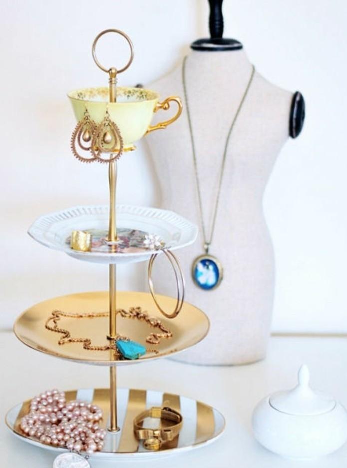 Immagini regali da copiare, portagioielli fai da te riciclato, piattini e tazzina per il caffè
