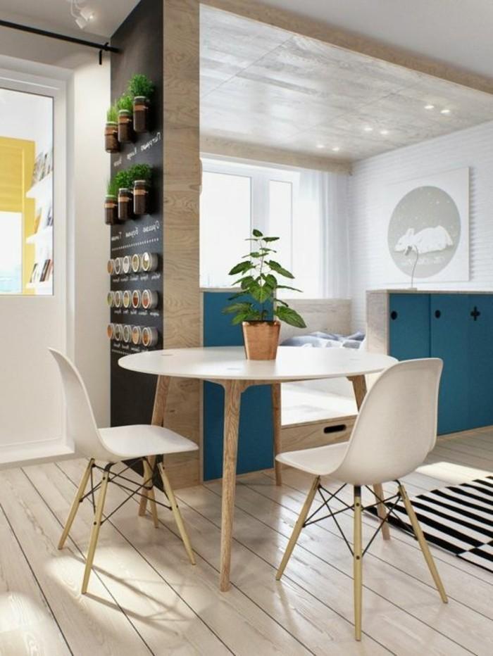 una parete adibita a giardino verticale come idee salvaspazio casa dal design moderno