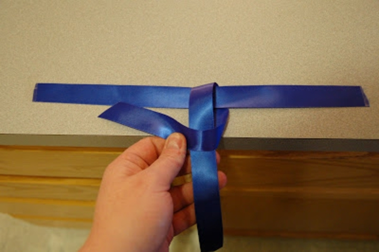 come realizzare la decorazione a forma di cravatta: idee per la festa del papà