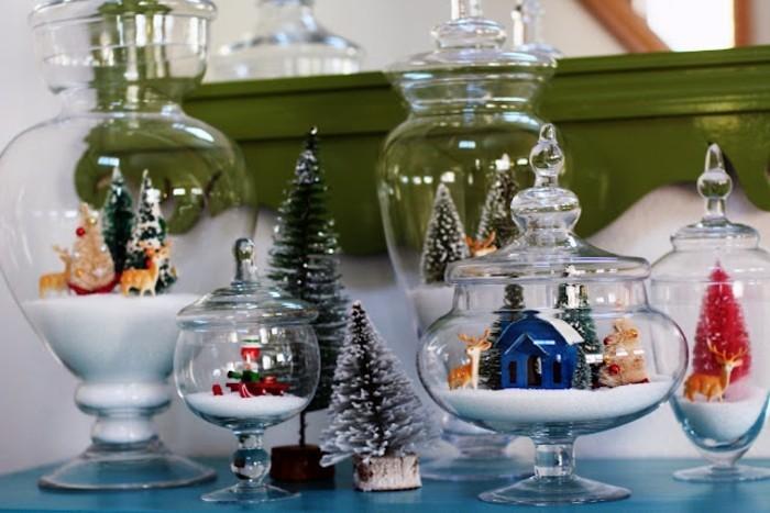 Decorazioni natalizie con statuine in ciotole di vetro, regali fai da te con materiali riciclati