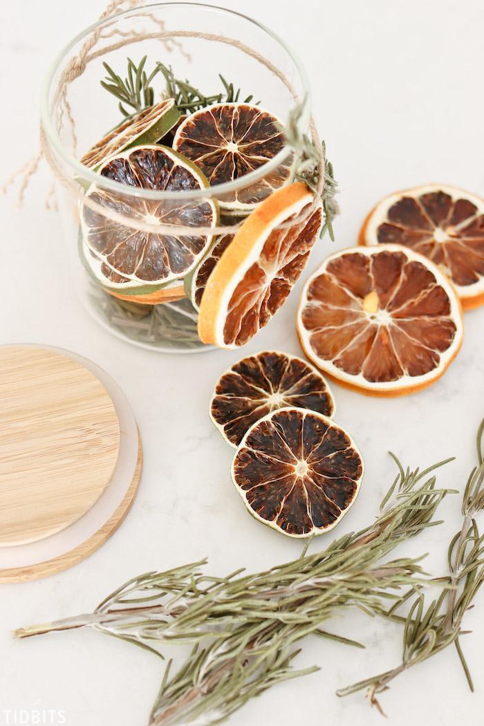 Regalini Natale, barattolo di vetro con frutta secca, rosmarino essiccato in barattolo di vetro