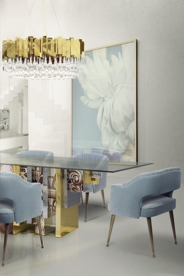 Arredamento moderno, sala da pranzo con un tavolo di vetro, set di poltrone colore azzurro in tessuto