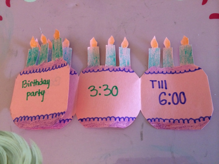 biglietti e candeline fatte a mano come idea per realizzare degli inviti di compleanno per bimbi