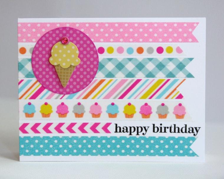 cartoncino bianco decorato con strisce colorate, cup cake e gelati come invito di compleanno bimbi