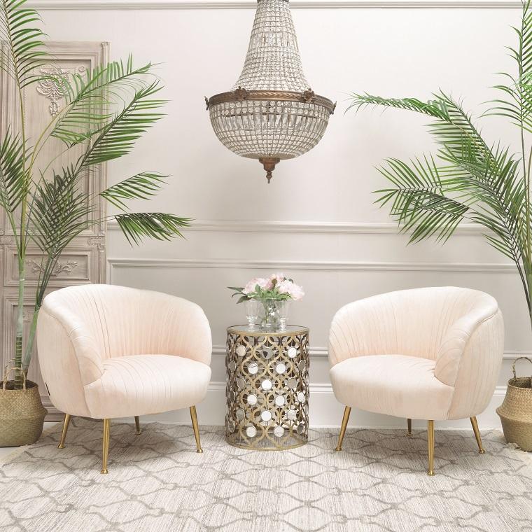 Salotto con due poltrone rosa e tavolino alto rotondo, idee per arredare casa, pavimento con tappeto