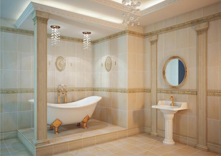 Idea come arredare bagno piccolo, stile classico con colonne greche, lampadari a sospensione di cristallo