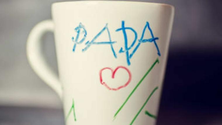 tazza bianca con scritta per il papà disegno di cuore e linee verdi