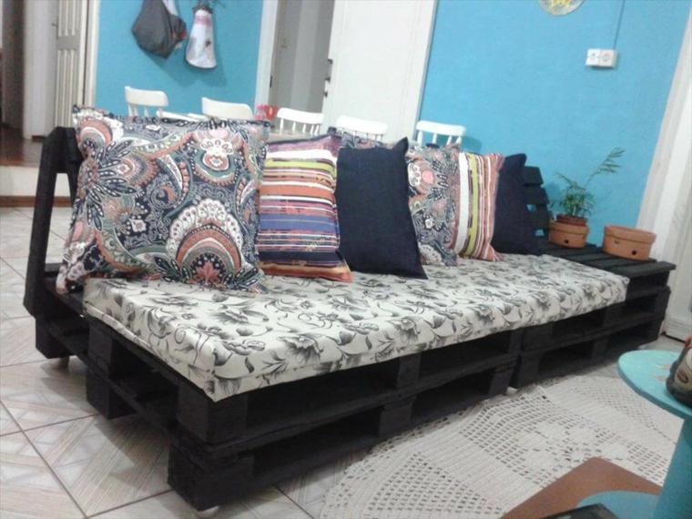 passo dopo passo come realizzare dei divani con bancali per il soggiorno