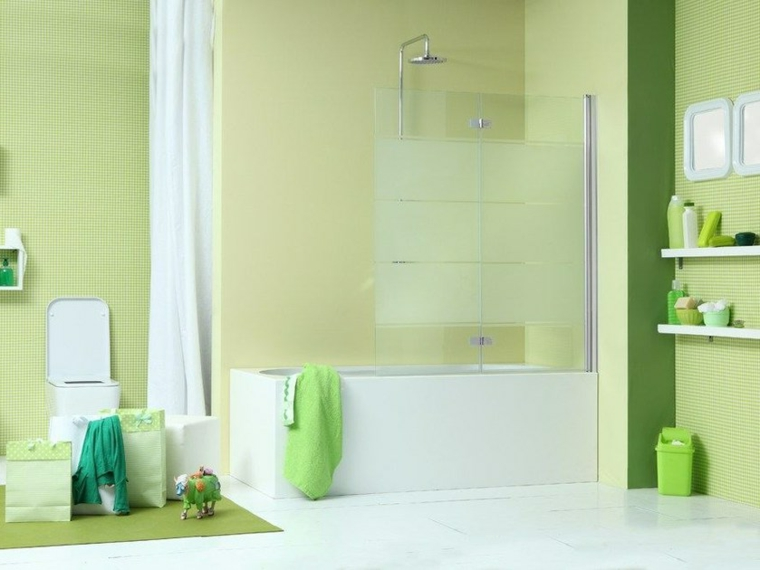 Rivestimenti bagni moderni immagini, pareti con piastrelle di colore verde, vasca separata con parete di vetro