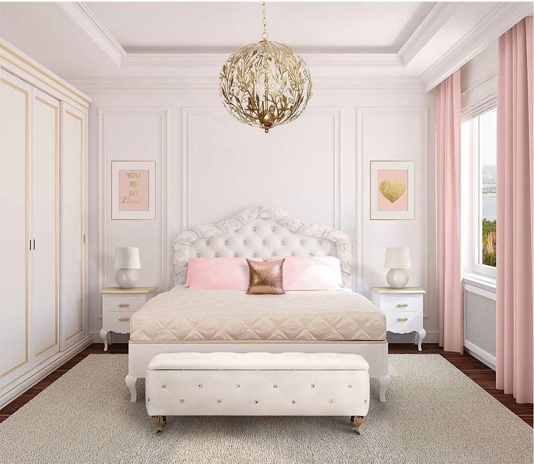 Come arredare casa, camera da letto stile classico, armadio grande colore bianco in legno inserti oro, tappeto bianco molto grande
