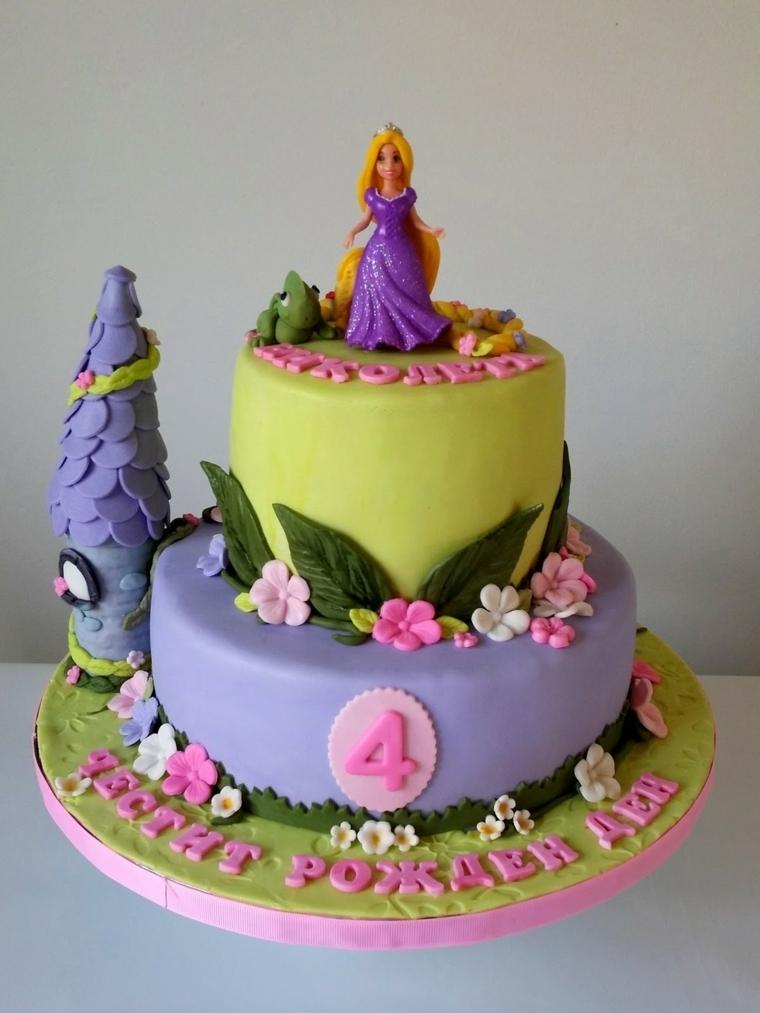 Torte bellissime, una a due piani con Rapunzel della Disney, decorata con fiorellini e la torre