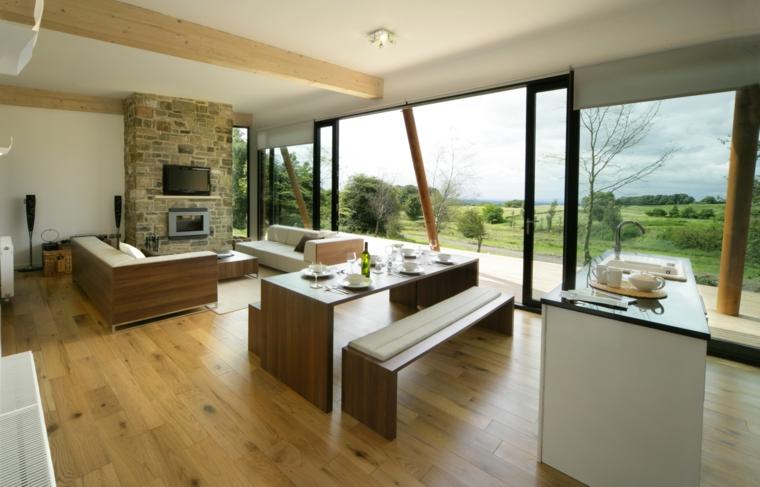 soluzione open space con una grande vetrata, zona pranzo in stile essenziale e parete tv con mattoni a vista