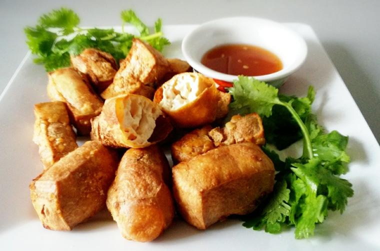 bocconcini di tofu croccante accompagnati da una salsa agrodolce, come cucinare il tofu