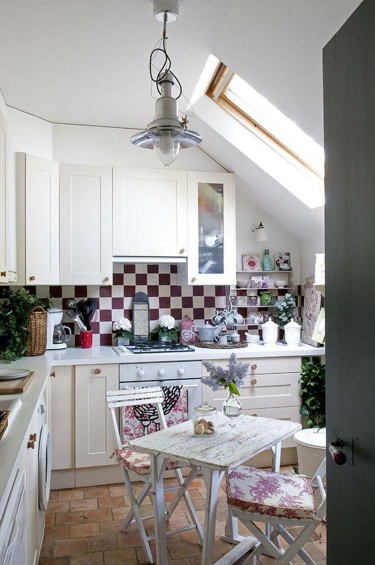 cucina angolare con mobili bianchi e pavimento in cotto: i dee per ambienti shabby chic