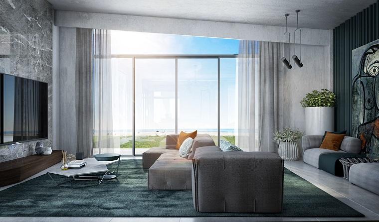 Sala da pranzo e salotto insieme, soggiorno con tappeto, tv appesa alla parete