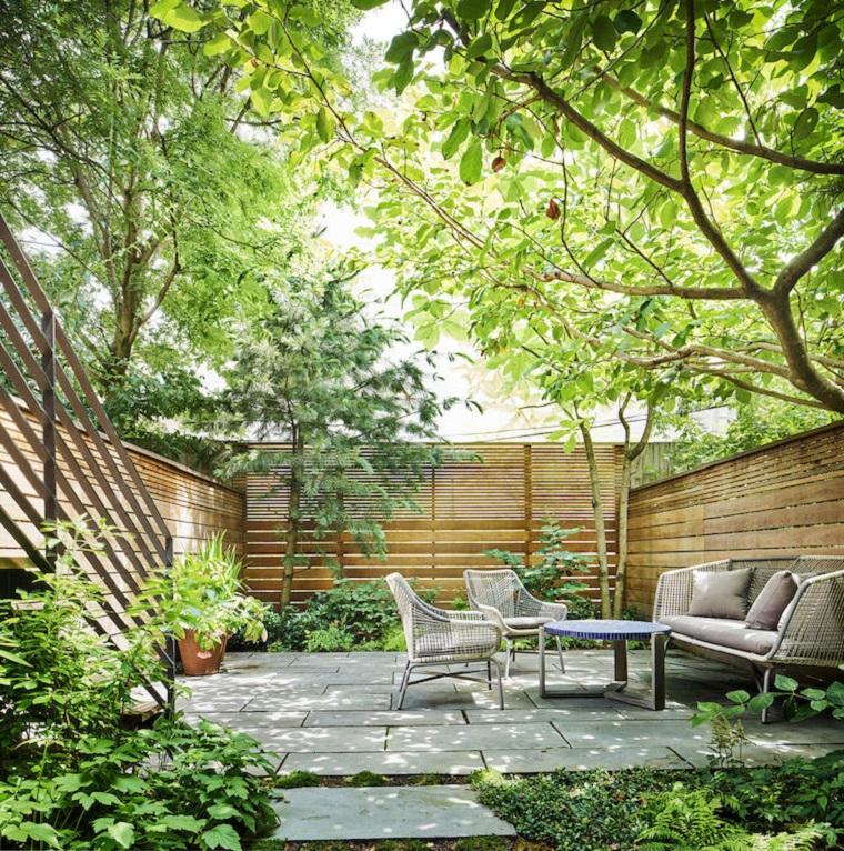 Giardini immagini, arredamento con mobili da esterno on rattan, recinzione alta con legno